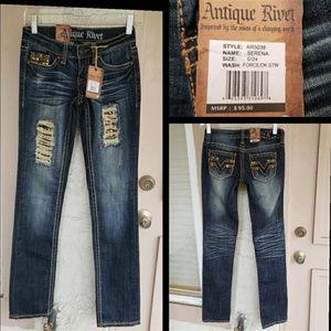 $95 women ANTIQUE RIVET 24 straight jean INSEAM 32